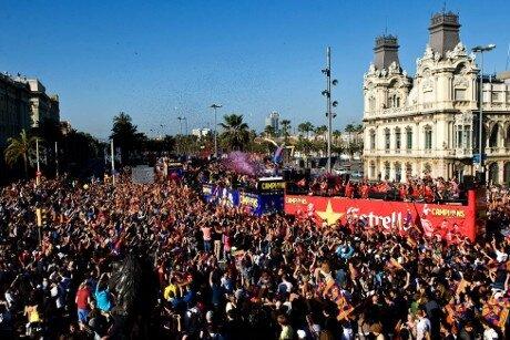 500.000 aficionados celebran con el Barça el título de Liga 2012-13 - imagen 4