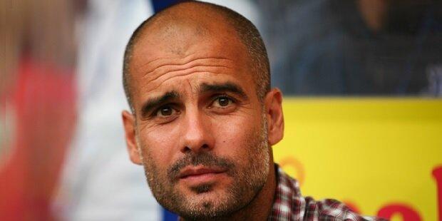 Guardiola pensativo en el banquillo del Bayern