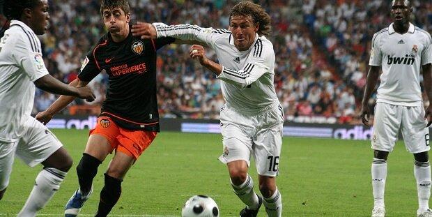 Gabriel Heinze durante un partido frente al Valencia