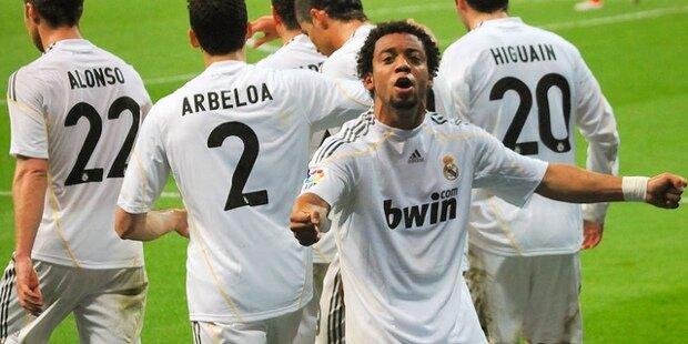 Marcelo celebra una victoria del Real Madrid, 2010