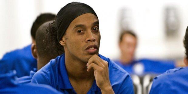 Ronaldinho sentado